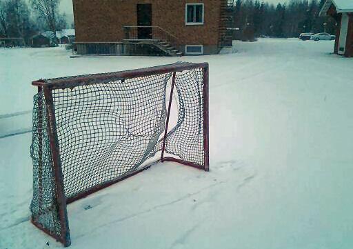 A yiri mgbaru ọsọ Ezuru si ice rink i Anundgård.