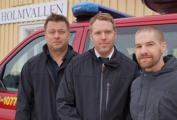 Thomas Åslin och Erik Hedlund från Medelpads Räddningstjänstförbund och Niklas Wikholm, frivillig inom projektet Förstärkt medmänniska. (Foto: Sveriges Radio, Urban Björstadius)