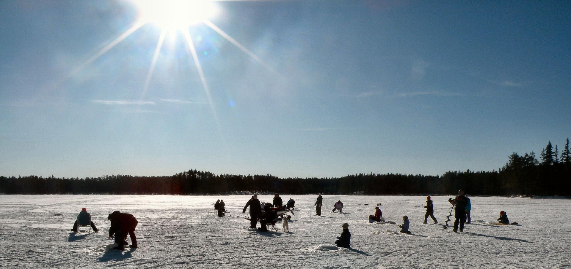 Vårvinterdag med fiske på Lillsjön.