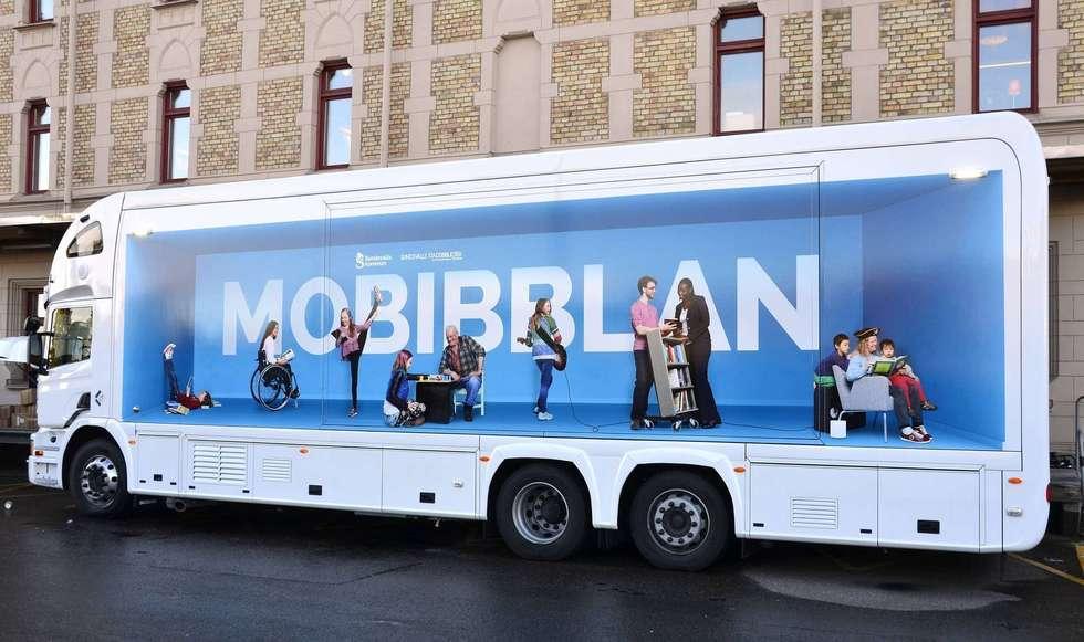 Mobibblan, den nya bokbussen trafikerar Holm i vår.
